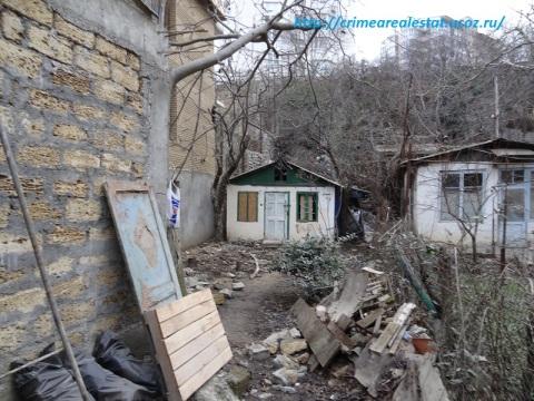Продам ветхий флигель с земельным участком 2 сотки в Крыму Ялта