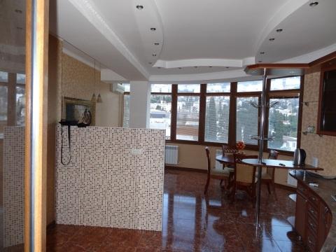 Продам новую квартиру с отделкой ремонт в Ялте ЮБК